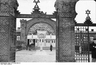 Jewish Cemetery, Łódź - Image: Bundesarchiv Bild 101III Schilf 004 14, Polen, Ghetto Litzmannstadt, jüdischer Friedhof
