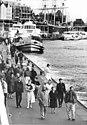 Bundesarchiv Bild 183-1989-1112-007, Hamburg, DDR-Besucher.jpg