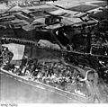 Bundesarchiv Bild 195-0871.1, Rheinbefliegung, Neuss-Gnadental.jpg