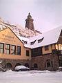 Burghof mit Kyffhäuserdenkmal im Schnee.JPG