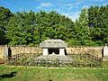 Buzancy-FR-08-cimetière-sépulture Gilbert-01.jpg