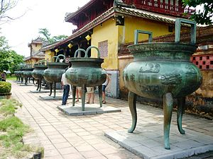 Thế Miếu - Nine dynastic urns dedicated to nine emperors