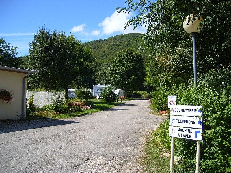 Campingplatz de lile Chambod in F 01250 Hautecourt-Romaneche mit Pool