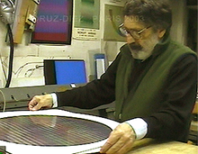 Carlos Cruz-Diez in studio (1995)