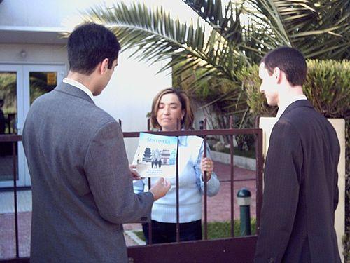 Jehova svjedok na sastanku