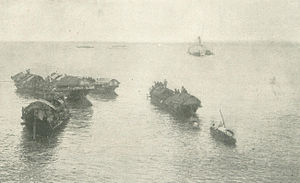 Campaigns of the Philippine–American War - Cascoes being towed by the Laguna de Bay