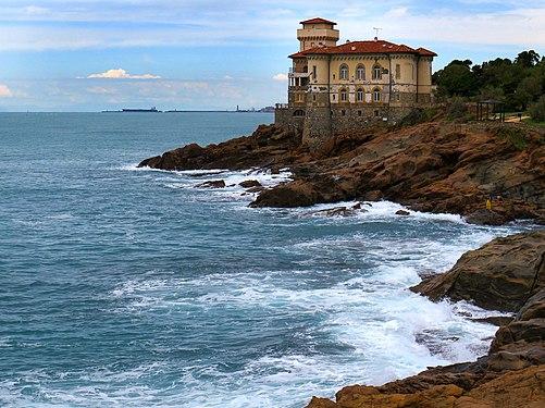 Castello del Boccale visto dagli scogli piatti - Calafuria Livorno.jpg