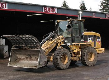 English: Wheel loader (front end loader) made ...