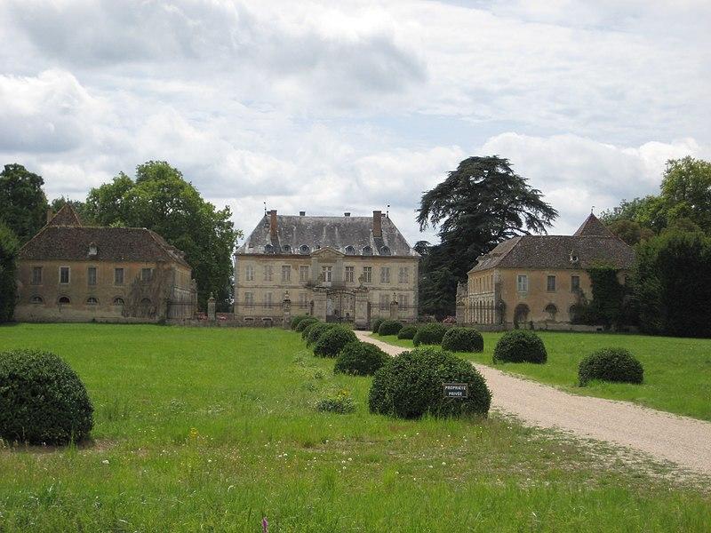 Château de Terrans sur la route de Chalon (D73), à l'ouest de Pierre-en-Bresse