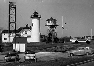 Chatham Light - Image: Chatham Lighthouse 1877 tower original lantern MA