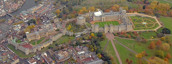 Cmglee Windsor Castle aerial view.jpg