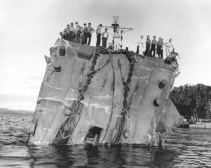 Collapsed bow of USS Honolulu (CL-48) on 20 July 1943, after she was torpedoed in the Battle of Kolombangara (80-G-259422)