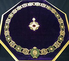 Collar of the Supreme Order of the Chrysanthemum 004.jpg