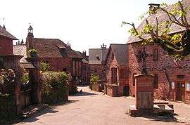 Collonges-la-Rouge place.JPG