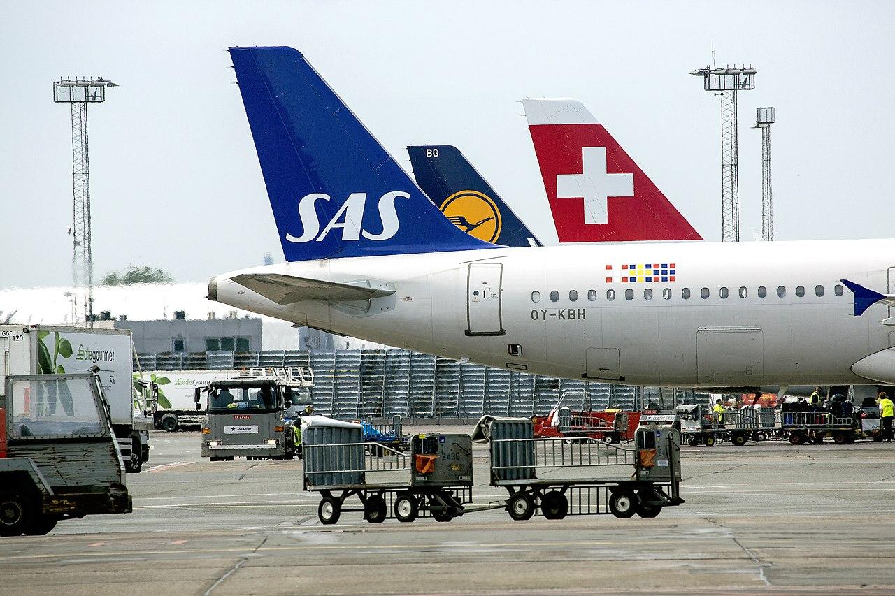 Copenhagen Airport 160531 0216 (27397550125).jpg