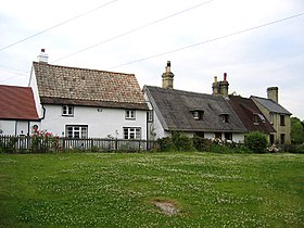 Cottages by the church, Upper Gravenhurst, Beds - geograph.org.uk - 193425.jpg