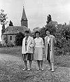 Csoportkép 1959-ben és a Rákosfalvai Református Gyülekezet temploma. Fortepan 16002.jpg