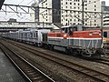 DE10 1662 with Tokyo Metro Series 18000 18101F in Hachiōji Station.jpg