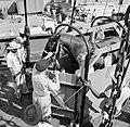 De paarden voor de koninklijke calèche bij aankomst in de haven van Willemstad, Bestanddeelnr 252-2735.jpg