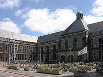 Delft - Universiteitsgebouw (Rode Scheikunde).jpg