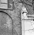 Detail van spaarveld begane grond noordgevel noorderdwarsarm, midden boven afgehakte muraalboog? verdieping gewelf kloostergang. - Utrecht - 20233281 - RCE.jpg