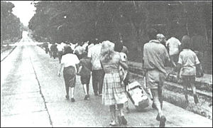 Simba rebellion - Refugees move towards the airfield for evacuation.