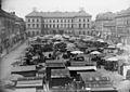 Dresden, Postgebäude am Antonsplatz mit den Kaufhallen.jpg