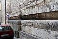Duomo di isernia, esterno, podio a doppio cuscino del tempio italico precedente, III secolo ac. 02.jpg