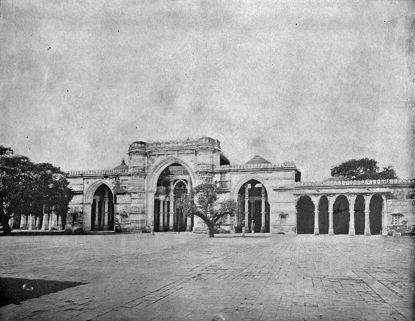 EB1911 Indian Architecture - Jama Masjid at Ahmedābad.jpg