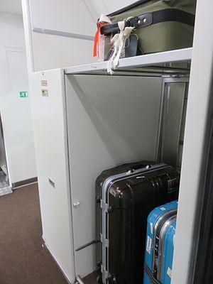 Frecciarossa - Luggage space of ETR 500 Business Class   (Feb 2017)
