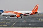 EasyJet, G-UZHS, Airbus A320-251N (40659056203).jpg