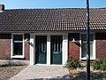 Eenvoudige woning uit Oostwold met omlijste ingangen - 3.jpg