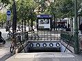 Entrée Station Métro Gobelins Paris 2.jpg