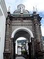 Entrada de la catedral metropolitana de Quito - panoramio.jpg