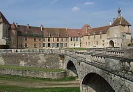 Epoisses - Chateau - Cour 3.jpg