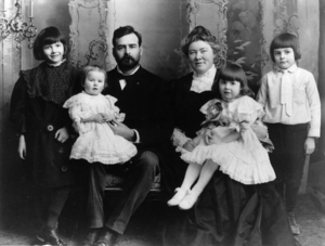 "Grace Hall Hemingway - The Hemingway family in 1905 (from the left): Marcelline, Madelaine (""Sunny""), Clarence, Grace, Ursula, and Ernest"