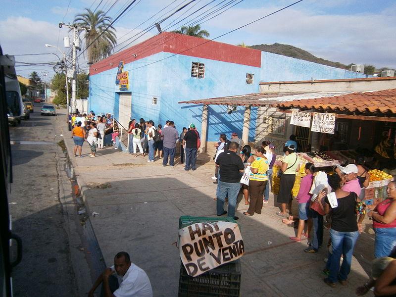 File:Escasez en Venezuela, Mercal.JPG
