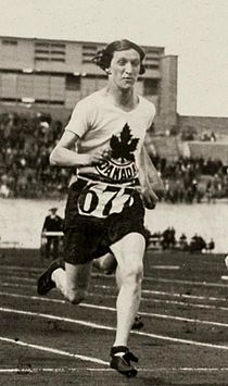 Ethel Smith Fanny Rosenfeld 1928 Olympics cropped.jpg