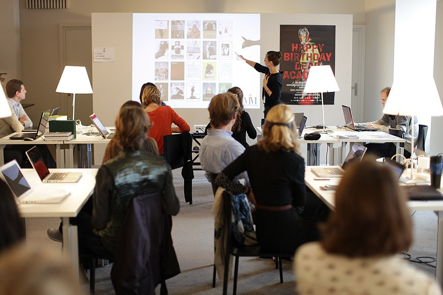 The MoMu Fashion Museum in Antwerp hosted an edit-a-thon on the 23rd of September. The edit-a-thon was part of a series of edit-a-thons organised by Europeana Fashion. New users were guided by volunteers of Wikimedia Belgium and Wikimedia Nederland.