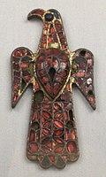 Вестготская фибула, выполненная в полихромном стиле. Нацинальный археологический музей Испании