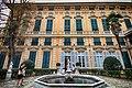 Facciata e fontana di Palazzo Bianco.jpg