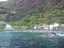 Fajã das Almas, Aspecto do povoado e da costa, Manadas, Velas, Ilha de São Jorge, Açores.JPG