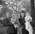 Familieportret van Paddy en zijn gezin, Bestanddeelnr 191-1051.jpg