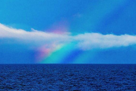 Farbenspiel mit Regenbogen, Andfjord, Norwegen.jpg