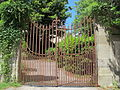 Fattoria di capezzana, cancello.JPG