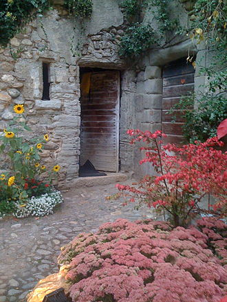 Duillier - Courtyard in the old part of Duillier