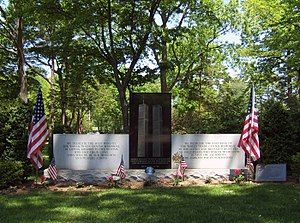 Gate of Heaven Cemetery (Hawthorne, New York) - Image: Flushing Cemetery 911 Memorial