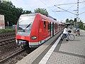 Frankfurt am Main- Bahnhof Frankfurt-Louisa- auf Bahnsteig zu Gleis 2- Richtung Frankfurt (Main) Hauptbahnhof (S-Bahn Rhein-Main 423 447-2) 20.5.2012.JPG