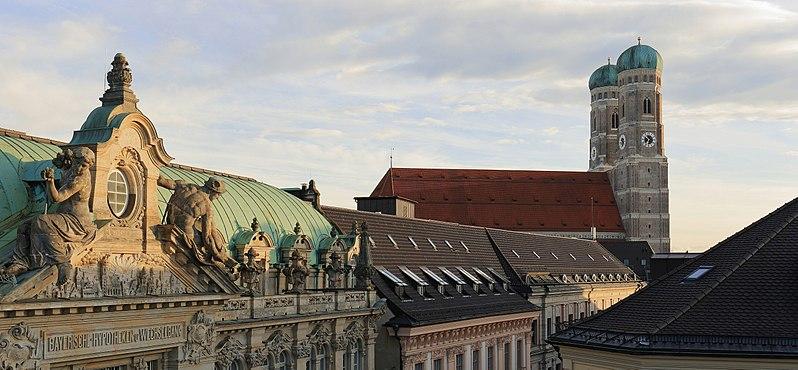 File:Frauenkirche Munich, March 2018.jpg