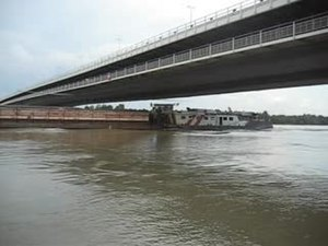File:Freight-ship-danube-320x240.ogv